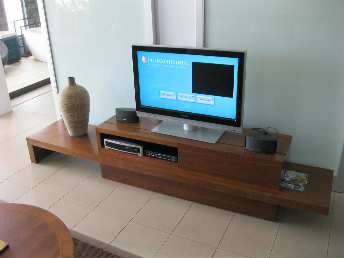 intercontinental-fiji-suite-2112-livingroom-entertainment-system