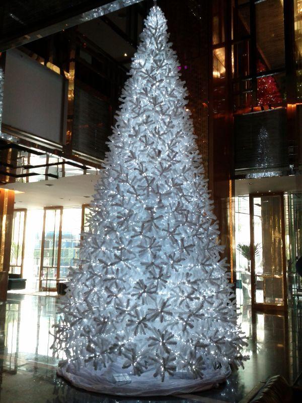 renaissance-bangkok-ratchaprasong-christmas-tree