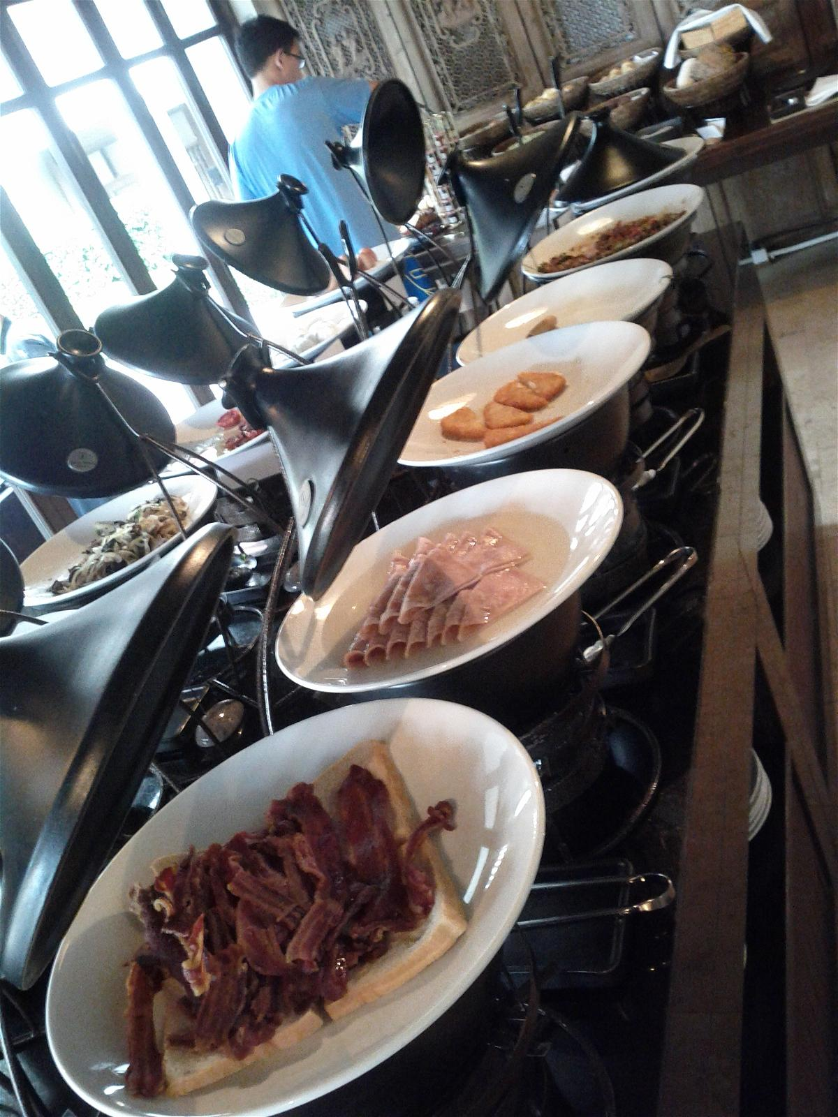 le-meridien-koh-samui-resort-spa-resort-breakfast-hot-items-continues