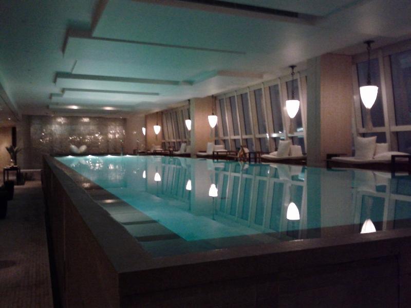 park-hyatt-shanghai-pool