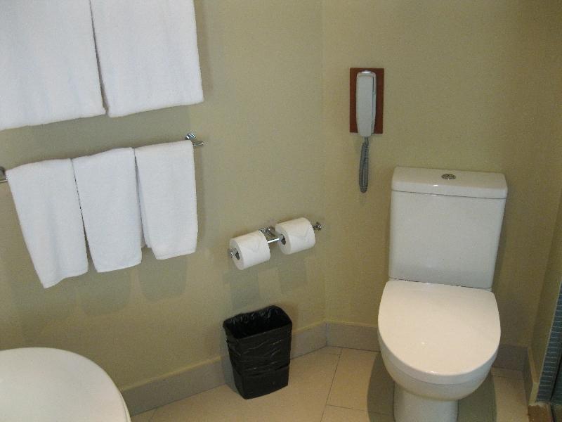 sheraton-fiji-ocean-studio-1370-bathroom-toilet