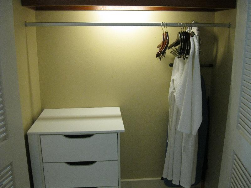 sheraton-fiji-ocean-studio-1370-closet-space
